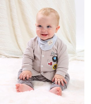 想要孩子健康的成长 睡衣的选择很重要