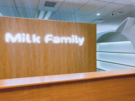 �M口母�肫放�Milkfamily搬新家啦 一起�砜纯窗�