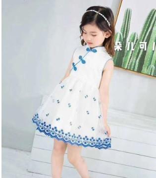 更显优雅时尚的连衣裙 小嗨皮带给你时髦的气质