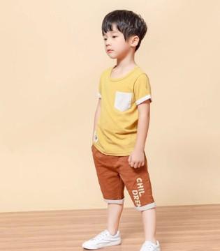 简简单单的T恤 让你轻松穿出时髦感