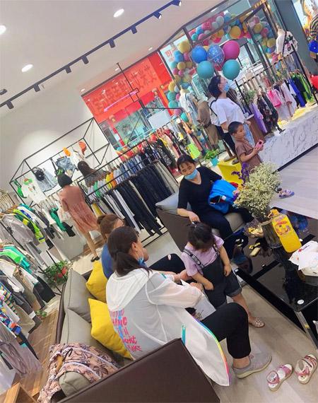 恭喜艾米艾门新疆莎车形象店隆重开业!