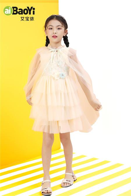 艾宝依时髦又显瘦的连衣裙 展现最美好的你