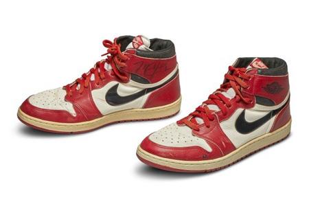 史上最贵球鞋 乔丹AJ1亲签球鞋创56万美元超高竞价!