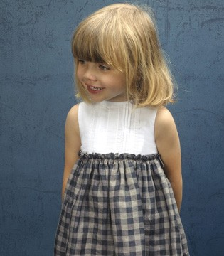 今夏流行这款连衣裙 穿上就可成为幼儿园最萌宝贝!