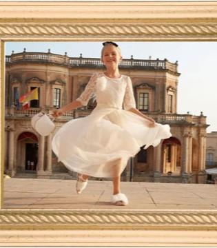 穿着白色纱裙 登上古堡广场 跳一支圆舞曲