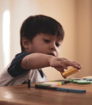 走 带娃摆地摊去 藏在小摊中的儿童教育课堂