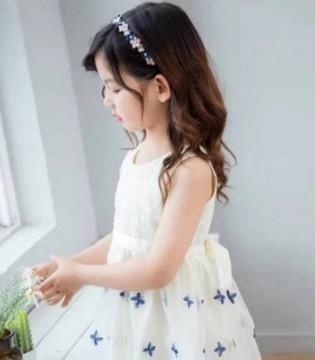 送你一条印花裙 让夏天带着浪漫的香气