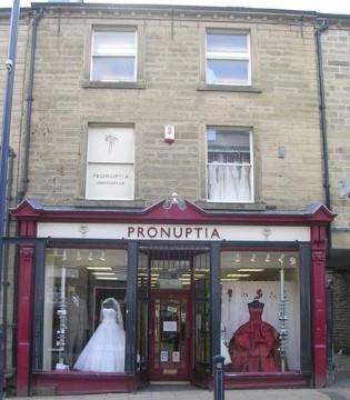 百年品牌倒了 有名婚纱品牌Pronuptia破产拍卖