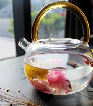 泡一杯养生玫瑰花茶 既享生活乐趣 又养颜