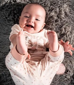 宝宝出牙讯息 四种表现暗示孩子要长牙了