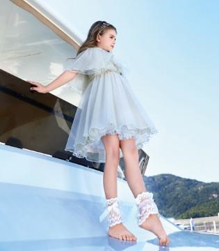 清新简约的连衣裙 给炎夏带来静谧悠然的气氛