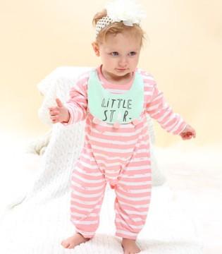 想要宝宝健康成长 舒适的居家服可少不了