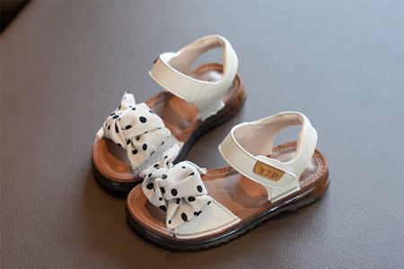 俏皮的夏日凉鞋 百搭的时尚公主款