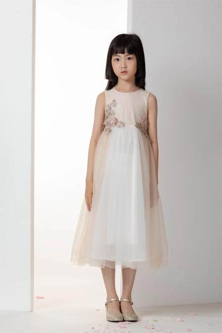 优雅古典美着装 提高宝贝的自身修养