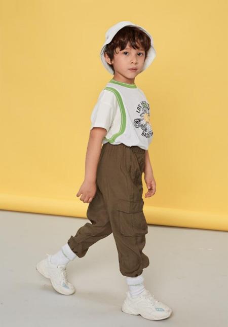 PetitAvril贝甜休闲时尚穿搭 衬出孩子的可爱感