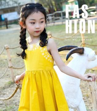 简约的纯色连衣裙 是属于小清新的浪漫