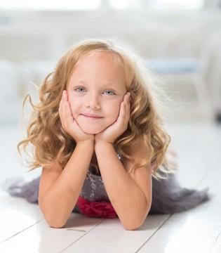 """三岁宝宝适合学习独立 是时候做个""""懒爸懒妈""""了"""