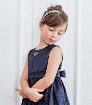 安妮公主童装:让宁静的蓝 给妮优雅自信的力量