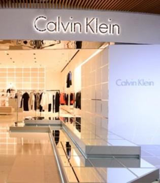 Calvin Klein母公司二季度收入超�A期 但仍跌33%