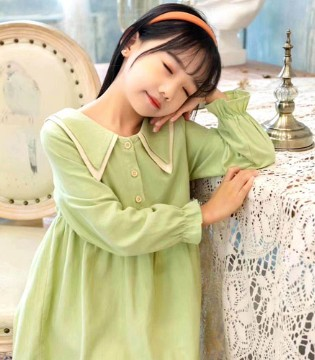 清新的纯色系连衣裙 不用搭配就很美