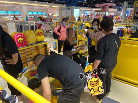 热烈庆祝B.Duck小黄鸭河北北国奥特莱斯店盛大开业!