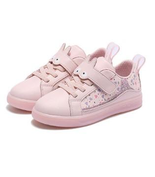 一款有型的秋季鞋子 给予孩子满满的时尚感