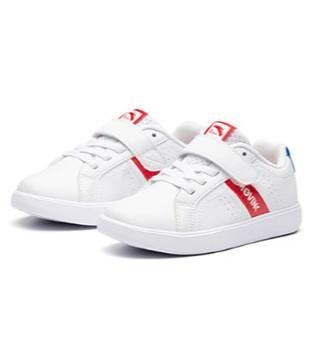 简约小白鞋 时尚的脚步一起追赶上