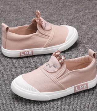 孩子的鞋子怎么选?不妨看下蜡比小星帆布鞋