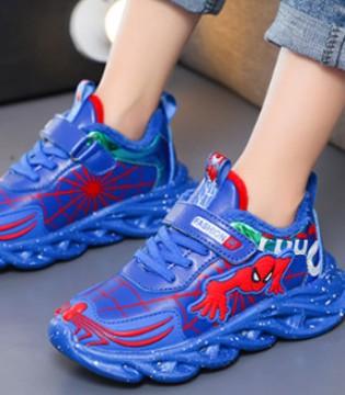 卡通版的趣味运动鞋 是属于孩子的纯真