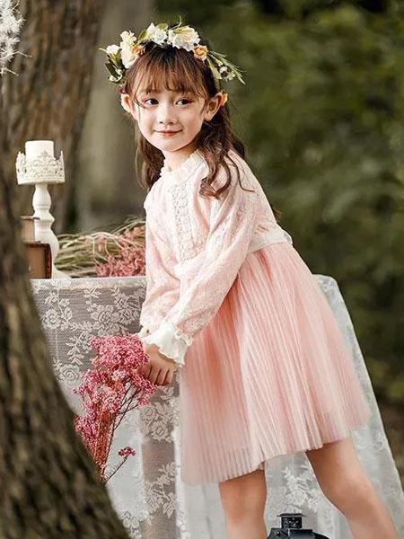 与连衣裙相互邂逅 冬天才会更有魅力
