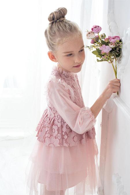 穿上漂亮的裙子 来一场浪漫的童话之旅