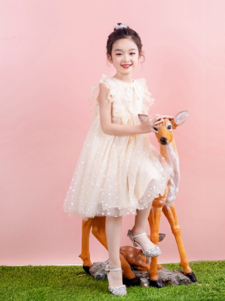 棉绘童装 我们把亲近自然、回归自然的健康舒适生活传达给孩子