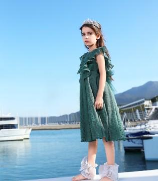 穿着裙子的女孩 就像童话中的公主 美得不可方物