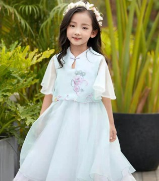 汪小荷绝美网纱裙 古代与现代风格结合 展现不一样的美
