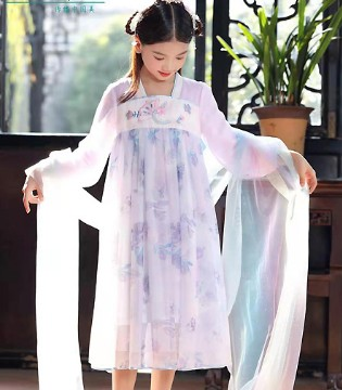 汪小荷童装 五一出游不妨将孩子打扮成古风的美人儿