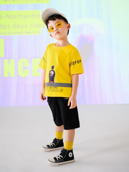 夏日的百搭�纹�T恤 打造潮流��性!