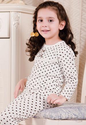 可乐米童装品牌   主要特色为平价和潮流