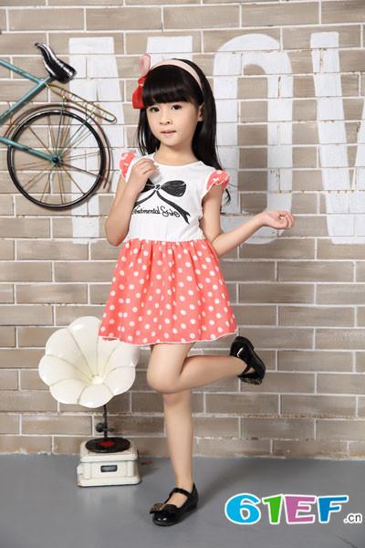 花鱼童话童装款式多样,每年款式不重样