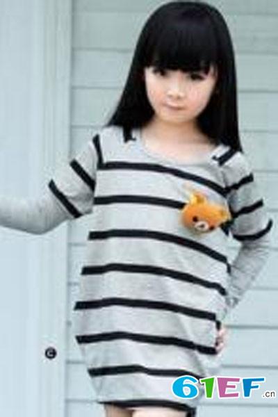 小同桌童装品牌       快乐童年