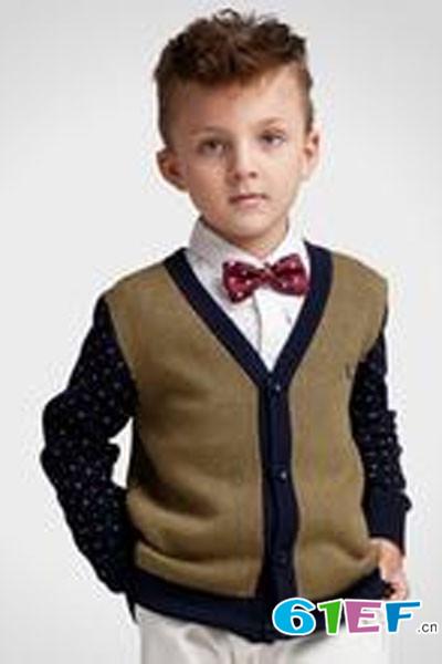 小同桌童装品牌           潮流求发展