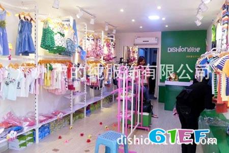 的純童裝店鋪展示