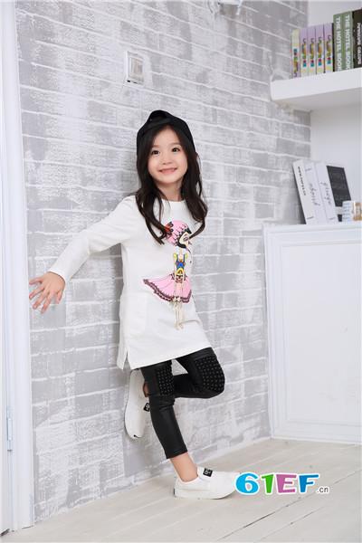 花鱼童话童装 充满童真童趣时尚童装