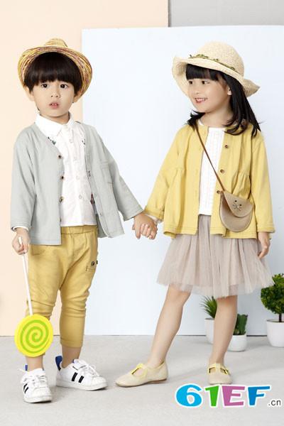 在选衣服的时候,首先是衣服的颜色,他们对颜色有独特的喜好