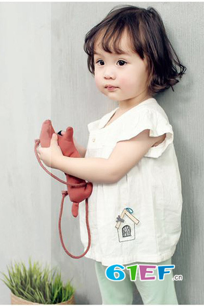 衣童盟童装品牌,不断创新,为孩子们提供有趣体验