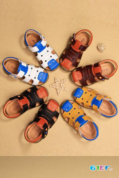 噜比贝贝童鞋品牌 更适合儿童稚嫩的脚丫