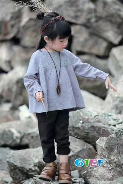 广州童领服饰童装品牌2017年秋季潮童长袖娃娃摆上衣