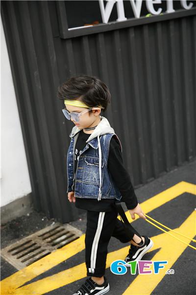 加菲A梦童装品牌 表情夸张有趣,性格非常活波 可爱套装