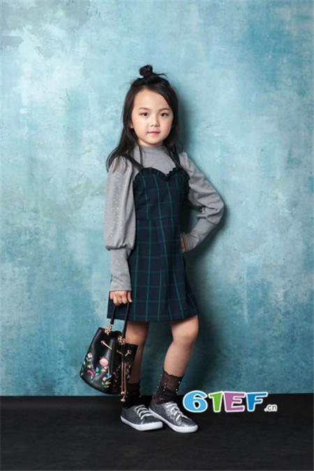 CreeKree童装品牌2017年秋冬潮童格子吊带裙