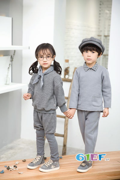 琦瑞德泽童装品牌2017年秋冬纯棉卫衣套装