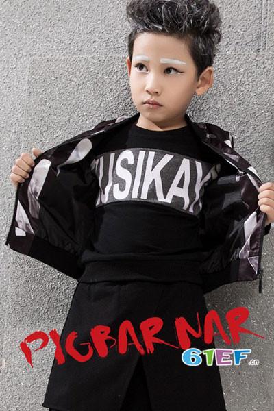 小猪芭那童装品牌2017年秋冬潮童字母卫衣